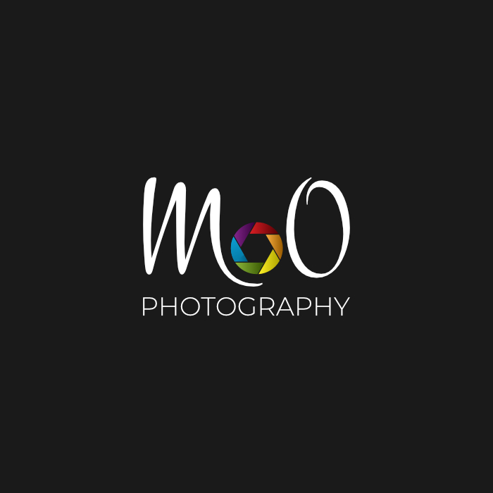 M&O photography - logo na tmavém podkladu_AMCreation