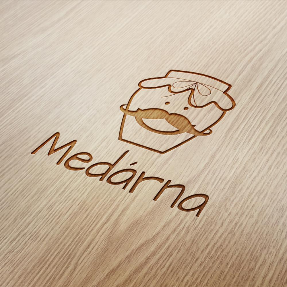 Medárna_logo_dřevo_AMcreation