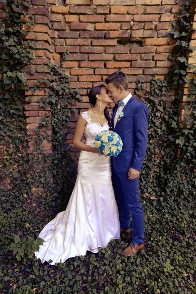 Svatební_foto_u_zdi_AMcreation