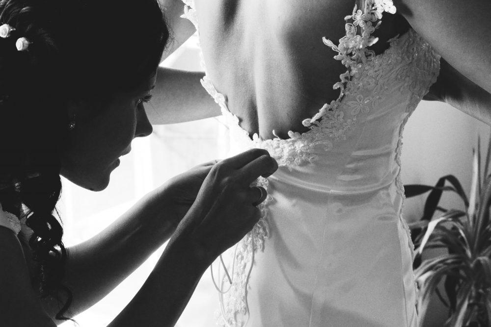 Svatební_foto_oblékání_AMcreation